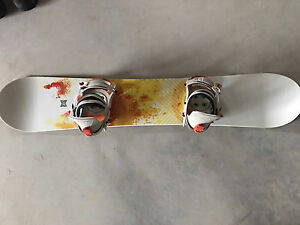 Women's forum Snowboard 147 cm and Lamar Bindings