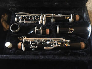 Clarinet in Very Good condition with Hard Case