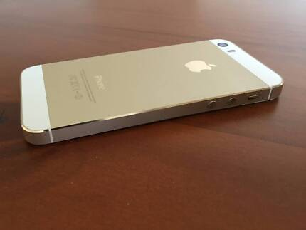 iPHONE 5S GOLD 32GB & ACCESSORIES (3 Months warranty remaining )