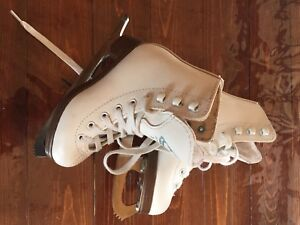 Patins patinage artisitique blanc Gr9