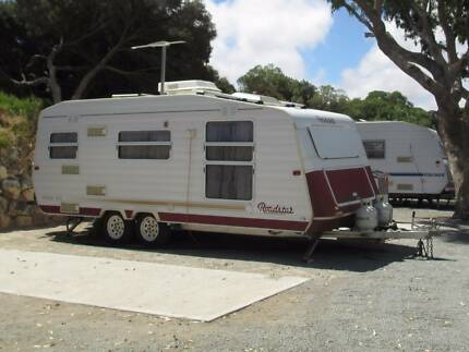 "1998 ROADSTAR 19'6"" CARAVAN VOYAGER 2000 WITH ANNEXE"