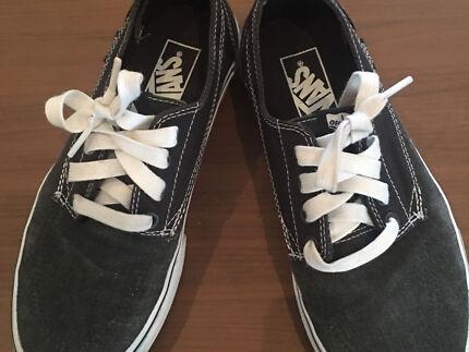 585c7376d2 DC boys mens shoes size 8