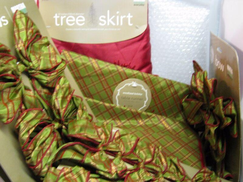 12 NEW Martha Stewart 2008 Woodland Holiday Set Christmas Tree Skirt Runner Bows