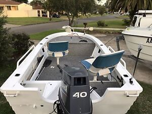 420 quintrex topender 40hp electric start trim and tilt 2011 Moorebank Liverpool Area Preview