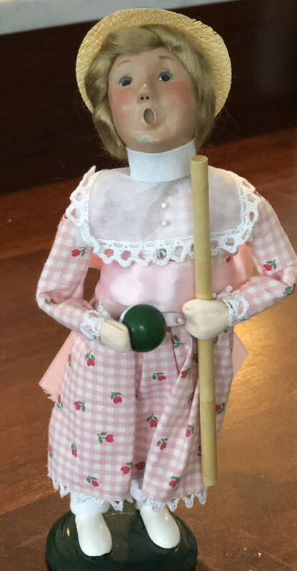 BYERS CHOICE CAROLERS 2000 VICTORIAN GIRL CROQUET PLAYER CAROLER  SIGNED