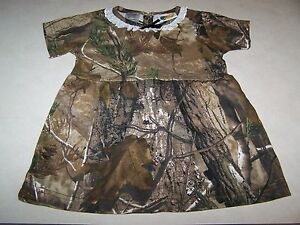 Camo Pants Outfit Black Camo Pants Camo Leggings Camo Dress Camo Outfits Hunting Clothes Camo Clothes Sporty Clothes Realtree Clothing Forward Realtree women's Activewear Black Camo pants - The Canopy legging uses the classic Realtree Xtra print to its best advantage, shaping the body and camouflaging the parts that need it most.