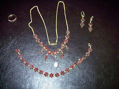 Granatcolier, Ohrringe, Armband und Ring