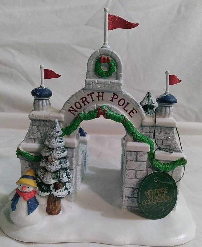 DEPARTMENT 56 HERITAGE VILLAGE Collection Hand-Painted NORTH POLE GATE  RETIRED