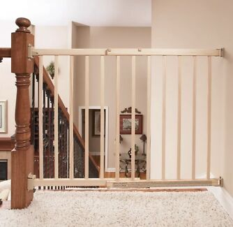 Dreambaby Safety Gate - no trip hazard. Top of stairs or anywhere !