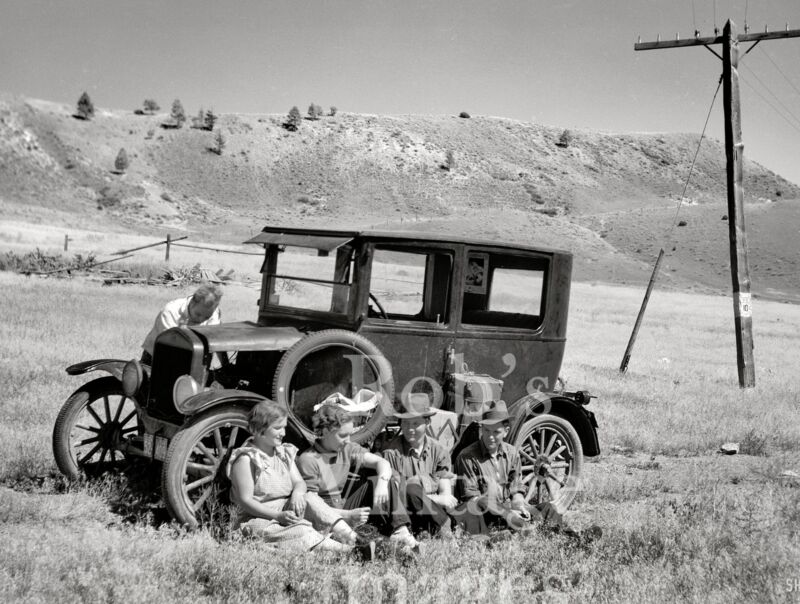 1920s Old Ford Model T photo Broke Down Busted and Disgusted 1930s Depression