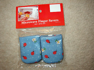 Ladybugs-Cotton-Microwave Oven Mitts-Hot Pads-Pot Holder-Pattys Mitts Free ()