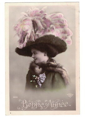 MB8898 VICTORIAN HAT FASHION 1909 BIG FEATHER HAT EMBROIDERD DRESS RPPC