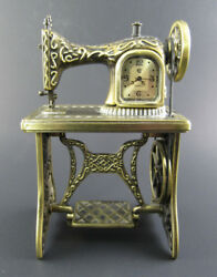 Collector Metal Clock Miniature Desk Old Fashioned Sewing Machine (E65)
