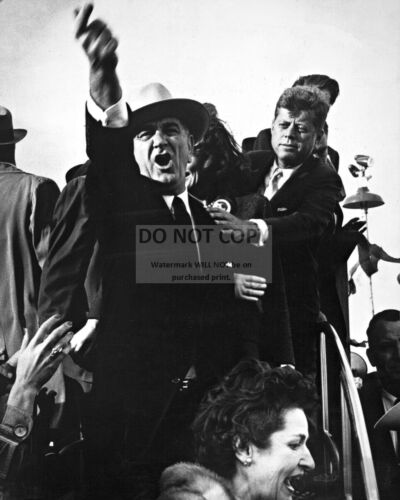 LYNDON JOHNSON SHOUTS AT PILOTS SO KENNEDY CAN SPEAK 1960  - 8X10 PHOTO (RT893)