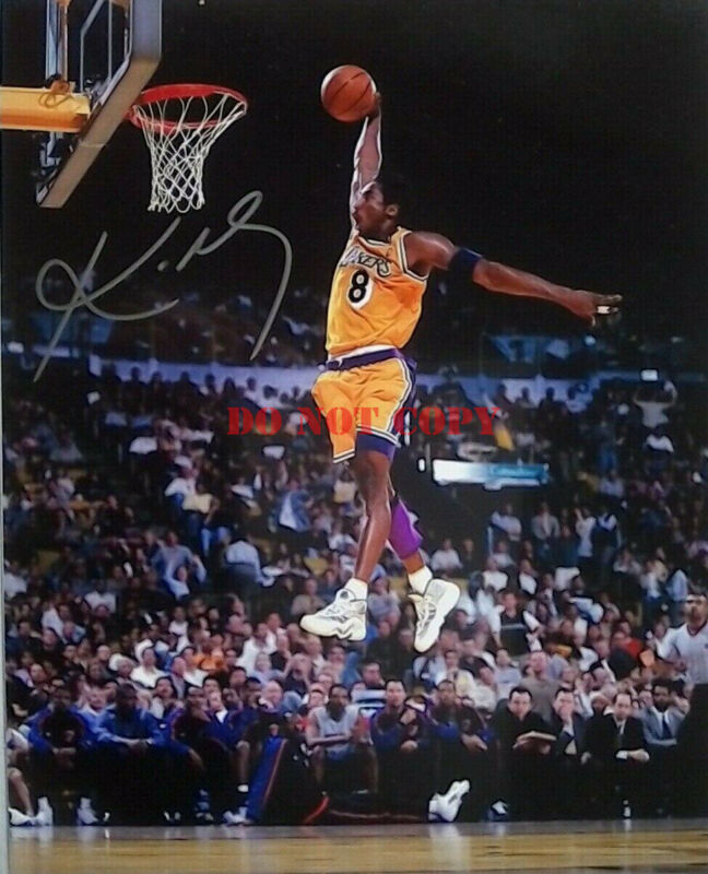 Kobe Bryant Signed Autographed 8x10 Photo - La Lakers - Dunk