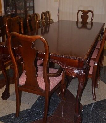 Solid Wood Dinning Room Table - Beautiful Style and Workmanship Beautiful Styled Dining Set