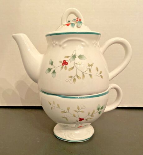 Pfaltzgraff Winterberry  Sculpted Tea for one with Box