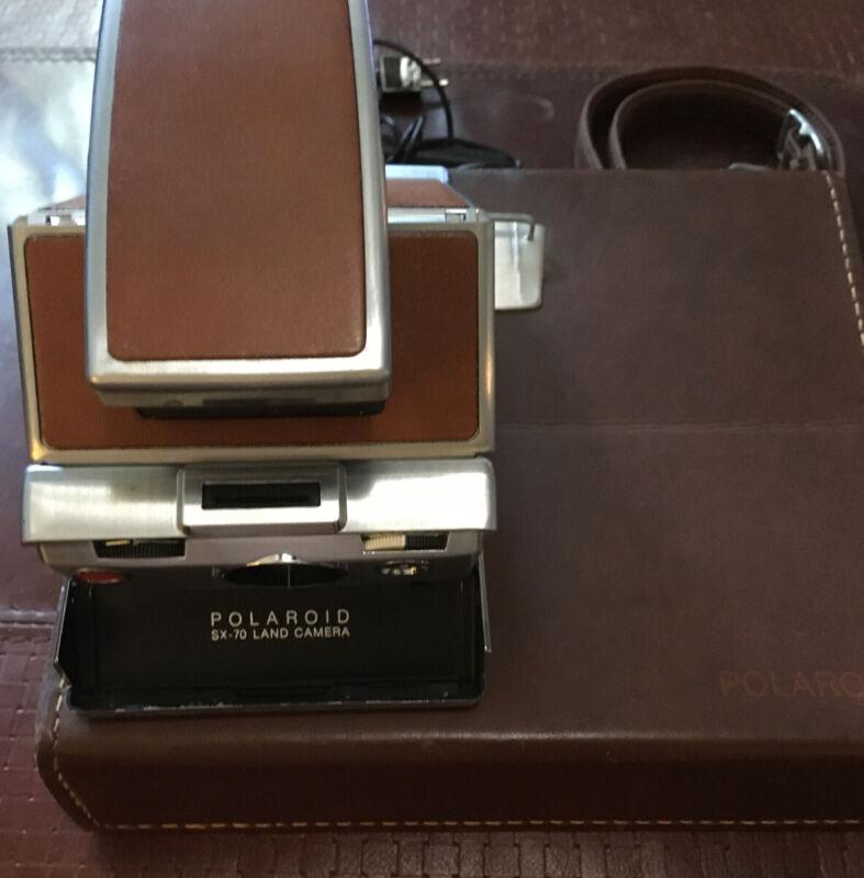 Polaroid SX-70 Land Camera w/ Polaroid Leather Case Strap Manual