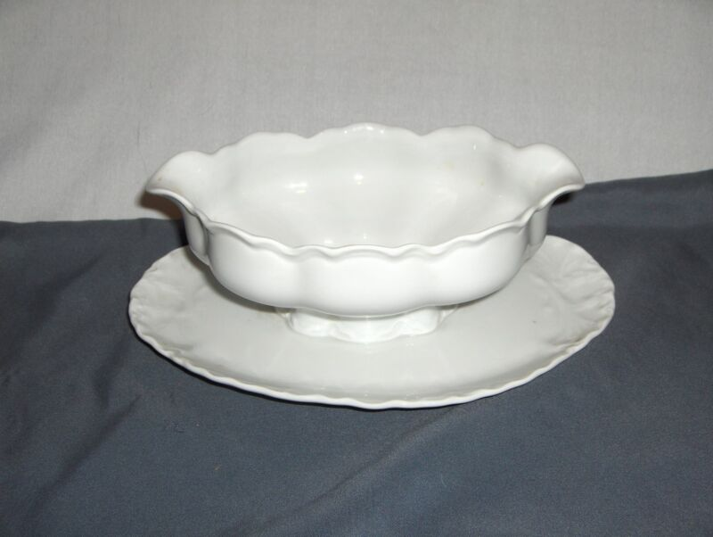 Vintage Hutschenreuther Selb Germany Racine White Gravy Boat & Attached Plate