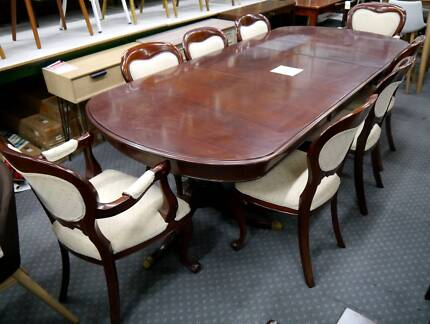 Queen Anne Walnut Classic 9 Pc Setting Extension Table Chairs