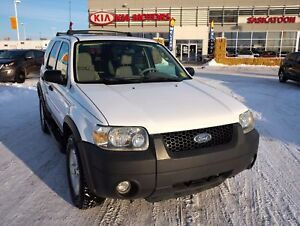 2005 Ford Escape XLT 4X4 - V6 - TOW HITCH - ACCIDENT FREE