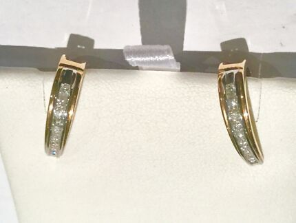 9carat solid yellow gold ring Women s Jewellery