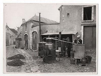 Photo - j-e auclair - france - bouilleurs de cru alambic village - vers 1930