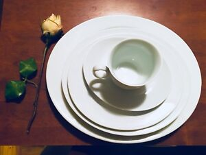Dinner ware fine porcelain. 20 pieces. Set de vaisselle