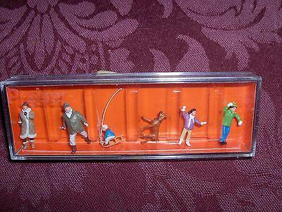 Ho 1 87 Train People  5 People   A Dog   Winter Dressed  Preiser 10310