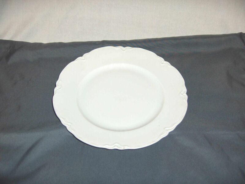 Vintage Hutschenreuther Selb Germany Racine White Dinner Plate NICE