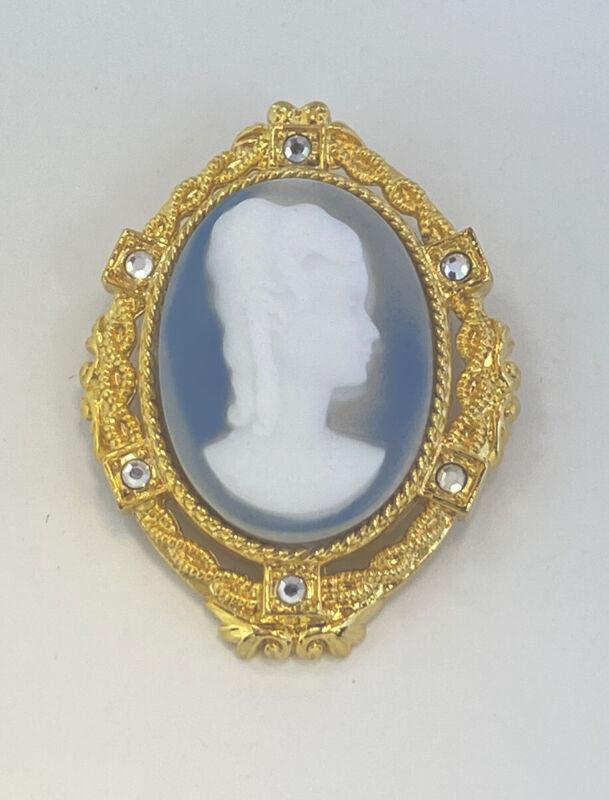 I am Edgar Berebi Vintage  Jasper Bararian Carved Glass  cameo  Brooch GoldPlate