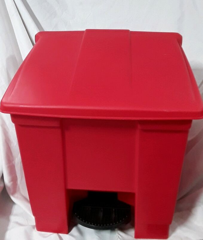 RUBBERMAID Step On Trash Can,Rectangular,8 gal(Red)