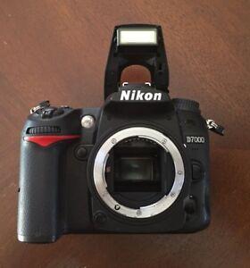 Boitier Nikon D7000 (avec batterie, chargeur et 2 cartes SD) à