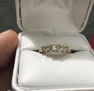14 kt yellow gold, real diamond ring