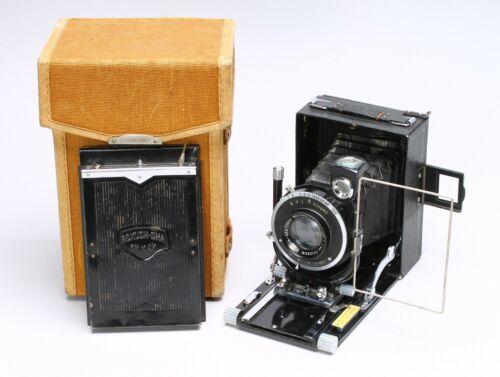 RARE -- KONISHI (KONICA) LILY MILITARY VERSION 8cmx10.5cm FOLDING CAMERA W/ CASE