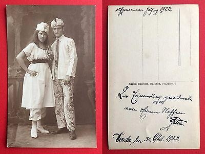 1923 Kostüme (Foto AK Theater Schauspieler Dresden 1923 Typen im Kostüm ( 6443)