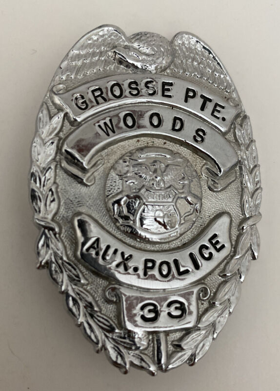 Obsolete Vintage Antique GROSSE POINTE WOODS Auxiliary Police Badge Michigan #33