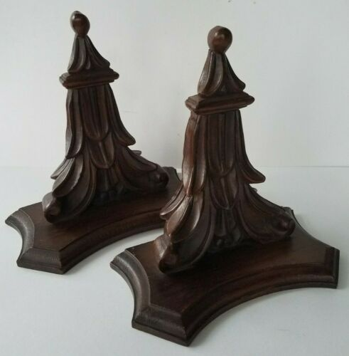 2 BEAUTIFUL VINTAGE MATCHING PAIR  ITALIAN CARVED WOOD WALL BRACKETS SHELVES