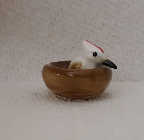 VINTAGE MINIATURE PORCELAIN CERAMIC WOODPECKER BIRD IN NEST FIGURINE