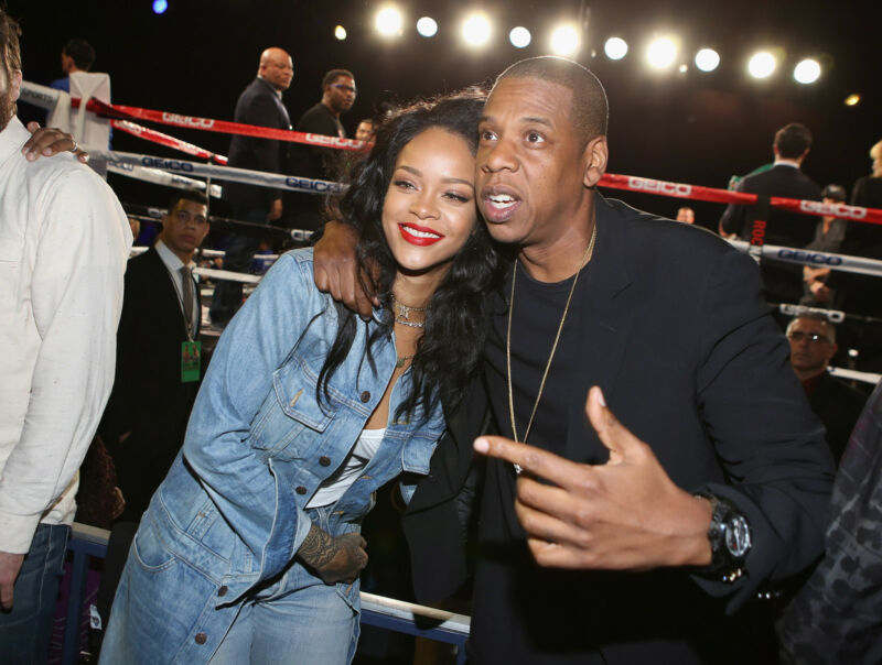 Lässig und stilsicher wie eh und je: Rihanna mit Jay Z beim Boxen (Jerritt Clark/Getty Images)