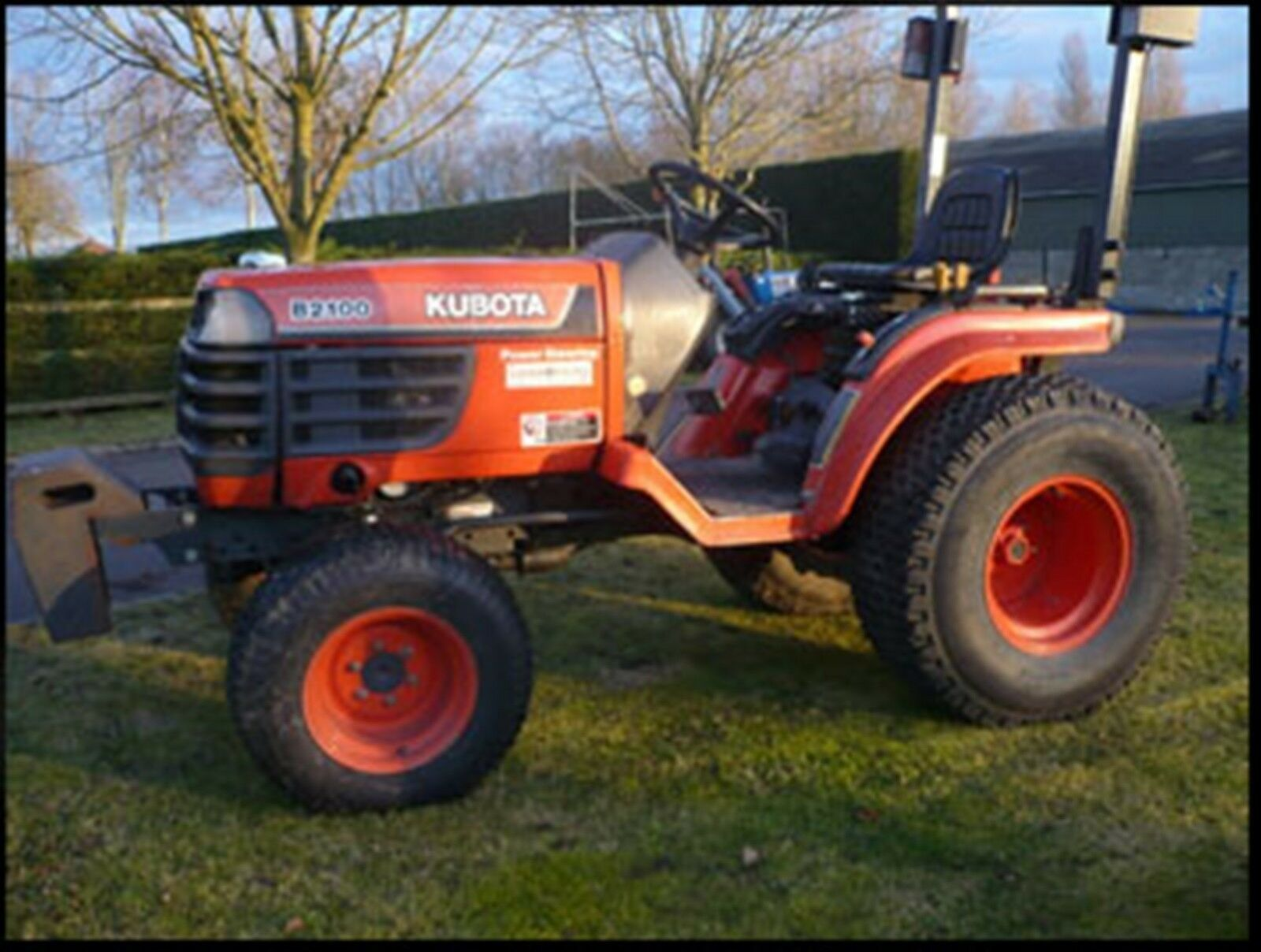 2 sur 8 Kubota B1700 - B2100 - B2400 Tractors Workshop Manual