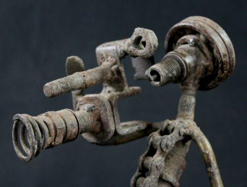 Art African Contemporary - Cameraman IN Materials Of Reclyclage Burkina 27 CMS