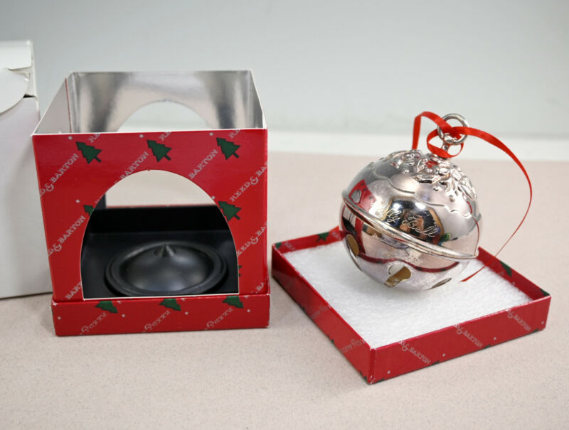 1995 Reed & Barton Annual Christmas Holly Silver Bell With Box