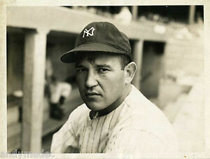 1940s-Allie-Reynolds-New-York-Yankees-Type-I-Original-Photo-PSA-DNA