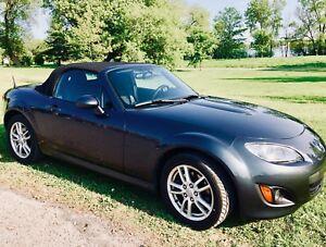 Mazda Miata MX-5 2010 à vendre / for sale