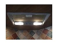 Fully built in Cooker canopy and inter-grated extractor fan with lights and 3 speed fan.