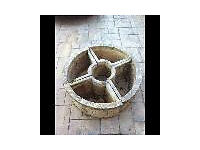 Concrete planter in 4 x sections to make up a circle