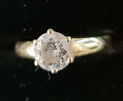 VINTAGE 14 CT GOLD CUBIC ZIRCONIA SOLITAIRE STYLE  RING  SIZE O 1/2  7 1/4