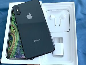 Unlocked iPhone XS Black 64GB with warranty and accesories