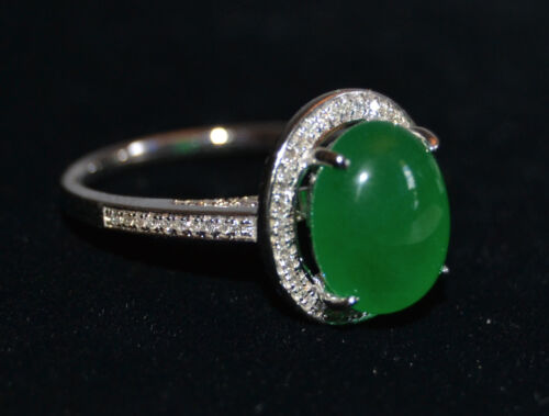 Fine 14K White Gold and Oval Green Jade Ring Size 7